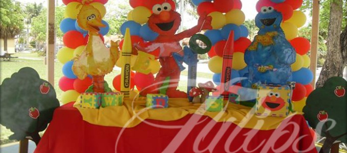 Waving Elmo Cake Ideas and Designs